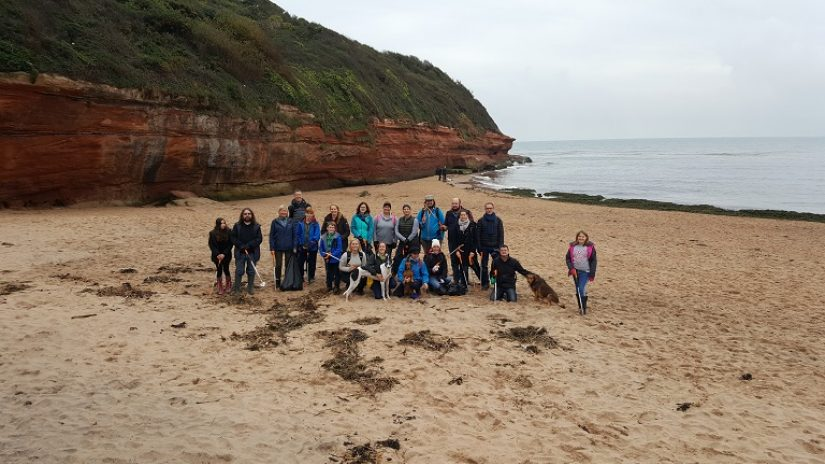 Refinitiv colleagues cleaning Exmouth beach
